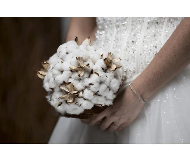 bouquet de mari e de coton mariage d 39 hiver. Black Bedroom Furniture Sets. Home Design Ideas